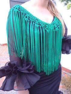 Flecos para traje de Flamenca realizado en crochet con hilo de cuquillo color verde Andalucía. Es el complemento perfecto para el traje de flamenca, se usa cosido al borde del traje o a un piquillo que combine con el traje. También puedes usarlo suelto con cualquier vestido o blusa para Col Crochet, Crochet Poncho Patterns, Crochet Shawls And Wraps, Crochet Collar, Christmas Craft Show, Crochet Wedding, Crochet Projects, Free Pattern, Knitting