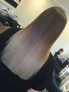 Gorgeous ombrè I created yesterday. 5 level ash roots seamlessly melting into 9 level pearl ends.