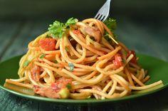 spaghetti z boczniakami w pomidorach Spaghetti, Chorizo, Dinner, Ethnic Recipes, Food, Polish Recipes, Dining, Food Dinners, Essen