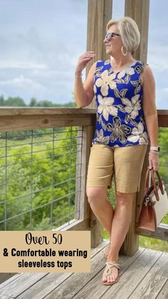 Fashion Over Fifty, 60 Fashion, Over 50 Womens Fashion, Curvy Fashion, Fashion Looks, Women Looking For Men, Casual Outfits, Cute Outfits, Beautiful Women Over 40