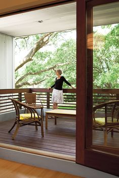 Deck rail to match fence! http://www.dwell.com/slideshows/southern-greens.html?slide=12=y=true