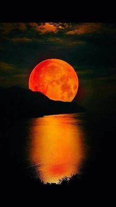 Beautiful Moon, Beautiful Places, Beautiful Pictures, Moon Pictures, Nature Pictures, Shoot The Moon, Moon Photography, Good Night Moon, Sunset Wallpaper