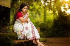 Kerala Wedding Photography, Indian Photography, Girl Photography Poses, Indian Photoshoot, Saree Photoshoot, Girl Photo Poses, Girl Poses, Photo Shoot, Set Saree