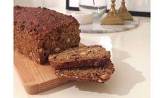 Gott och hälsosamt bröd som dessutom är jätteenkelt att göra, utan jäsning. Receptet är till ett bröd. Banana Bread, Desserts, Tailgate Desserts, Deserts, Postres, Dessert, Plated Desserts
