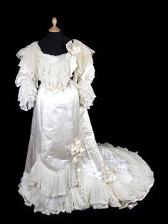 A 1904 wedding dress and going-away outfit