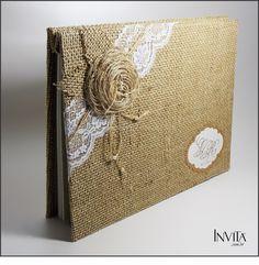 livro de assinatura para casamento scrapbook - Pesquisa Google Hessian Crafts, Diy Notebook Cover, Homemade Journal, Fabric Book Covers, Glass Centerpieces, Vintage Box, Wedding Album, Scrapbook Albums, Book Binding