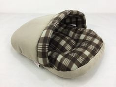 *** SPECIAL PROMOTION - 30% OFF *** Extra 10% discount on orders over $40 Use Over40 discount coupon code on checkout page. Your dog or cat will love slipping into this Plaid Slipper Pet Bed. It's par