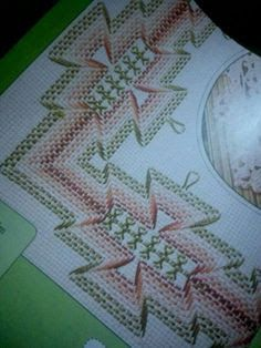 Discover thousands of images about Huck Embroidery / Punto Yugoslavo / Swedish Weaving / Bordado Vagonite Swedish Embroidery, Types Of Embroidery, Silk Ribbon Embroidery, Diy Embroidery, Embroidery Patterns, Swedish Weaving Patterns, Loom Patterns, Huck Towels, Chicken Scratch Embroidery