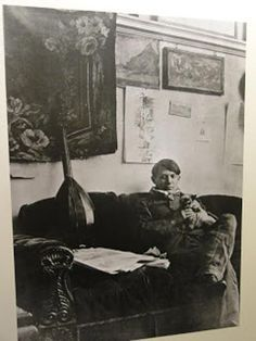Picasso and his Siamese cat Minou