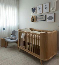 """""""Para mamães cleans, um quartinho para o baby no mesmo estilo e muito aconchegante!  {Projeto: Triplex Arquitetura} @triplex_arquitetura #quartodebebe…"""""""