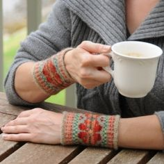 Discover beginner guides to knitting and steeking Fair Isle knit wristlets.
