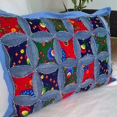 Patchwork Jeans Diy Best Ideas The Effective Pictures We Offer You About patchwork quilting squares A quality picture can tell you many things. You can find the most beautiful pict Jean Crafts, Denim Crafts, Jean Diy, Blue Jean Quilts, Quilt Patterns, Sewing Patterns, Sewing Crafts, Sewing Projects, Patchwork Jeans