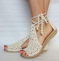 Sapatos, sapatilhas sandálias e botas em crochê