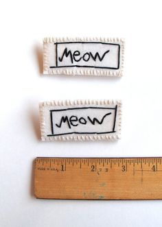 Hand embroidered brooch for cat lovers on por AnAstridEndeavor