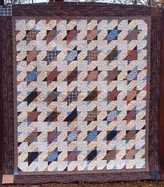Quiltville's Quips & Snips!!: Bonnie Hunter's free patterns and Mystery Quilts. Links to the books that hold previous patterns, too.