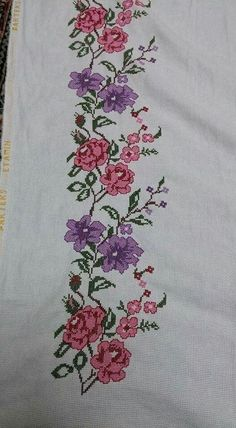 This Pin was discovered by Sem Cross Stitch Boarders, Cross Stitch Rose, Cross Stitch Flowers, Cross Stitching, Cross Stitch Patterns, Embroidery Art, Embroidery Stitches, Le Point, Blackwork