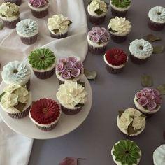 이번 주말은 컵케익 대량생산, 대량포장 - #flowercake #buttercream #wiltoncake #buttercreamcake #wilton #am1122cake #florist #buttercreamflowercake #foodporn #specialcake #butter #鲜花蛋糕 #フラワーケーキ#カップケーキ #koreanflowercake #cake #wedding #instacake #버터크림 #플라워케이크 #꽃케이크 #플라워케익 #환갑케이크 #생신케이크 #플라워케이크클래스 #버터크림케이크 #생일케이크 #답례품 _ www.am1122cake.com pandasm1122@naver.com✔️