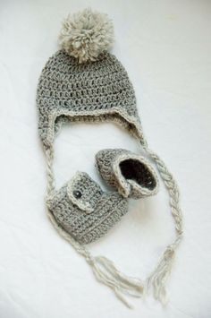 Crochet baby hat and boots set by SuesSnugs on Etsy https://www.etsy.com/ca/listing/276321544/crochet-baby-hat-and-boots-set