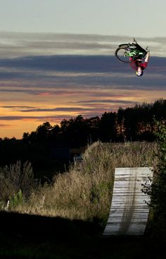 Pavel Alekhin flies through the Norwegian night sky. http://win.gs/1gQNKZK #bike #PavelAlekhin