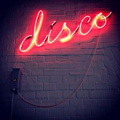 Neon disco, awesome for a dark-schemed kitchen Office Lighting, Neon Lighting, Party Lighting, Fred Instagram, San Junipero, Neon Licht, Neon Words, Roller Disco, Disco Party