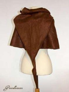 Eine mittelalterliche Gugel ist ein praktisches Kleidungsstück für Märkte und LARP. Und sie ist schnell selbst genäht.