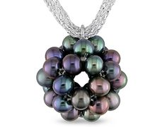 A cluster of black pearls, what a neat idea for a necklace!