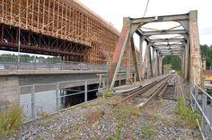 Rakenteilla olevalle jättisillalle ei tule junakiskoja. Viereinen rautatiesilta puretaan, eikä uutta ole tulossa tilalle.