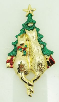 Large DANECRAFT 2 Cats Enamel Christmas Tree Pin Brooch Gold Tone Holiday