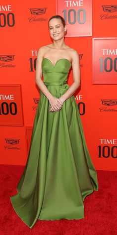 Look of the DayBrie Larson nailed her red carpet look at the Time 100 Gala in a green Prada dress made with a sweetheart neckline and cool pockets.Look of the DayMichelle Oskowski moskowsk Fashion - Red Carpet Brie Larson nailed her red carpet look a Time 100, Me Time, Stunning Dresses, Nice Dresses, Valentino Gowns, Prada Dress, White Gowns, Black Corset, Short Mini Dress