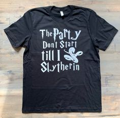 Funny Harry Potter Shirts, Harry Potter Drinks, Harry Potter Bday, Harry Potter Shop, Harry Potter Outfits, Harry Potter World, Funny Shirts, Cute Shirt Designs, Cool Shirts