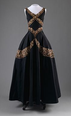 evening dress, ca. 1938, Mainbocher by resmc, via Flickr