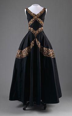 evening dress, ca. 1938, Mainbocher by resmc, via Flickr