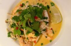 A simple and quick go to meal that is packed full of flavour. Perfect for both sunny or winter evenings. Prawn Curry, Rice Recipes, Health And Nutrition, Thai Red Curry, Meals, Chicken, Find Recipe, Ethnic Recipes, Curries