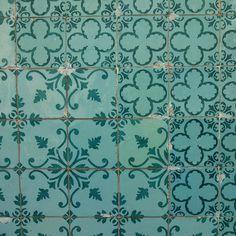 #azulejo #azulejos #tile #tiles #zelij #design #pattern #patterns #patternedtiles #urban #art #urbanart #azulejoportugues #azulejospadrao #amantedelosazulejos #azulejosdeportugal #azulejocollector #portugaldenorteasul #wanderlust #igersportugal #travel #lisboa #portugal #streetphotography #gerador #architecture #p3top #vintage #minimal by azulejosdeportugal