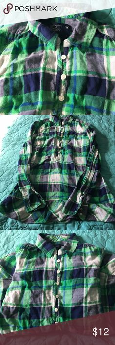 American Eagle Size 2 Green Flannel Top Pretty green and navy top. Size 2. Buttons from chest up. Has long sleeves that can be rolled up to cuff. The bottom has a sweet little ruffle. Made of a cotton spandex blend/ Super cute and in EUC. American Eagle Outfitters Tops Blouses
