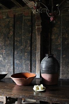 Curious style-photo from a French tumblr site called Bohemian Wornest-France. British pots including a very nice mid 19th century Buckley brewing jar.