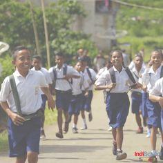 Sekolah adalah tempat kita menimba ilmu bersama dengan teman untuk meraih cita-cita di masa depan.