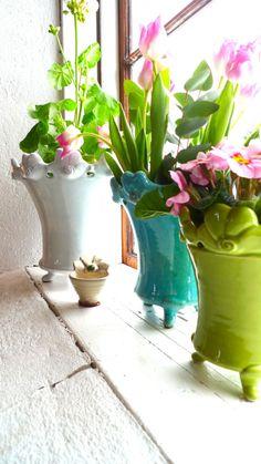 Flower pots in the shop in Vikarbyn. Krukor i butiksfönstret - Mikaela Willers - Made in Sweden