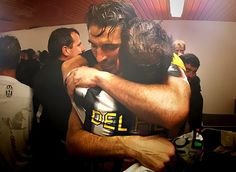 El abrazo de los dos grandes, Gigi Buffon y Alex Del Piero.