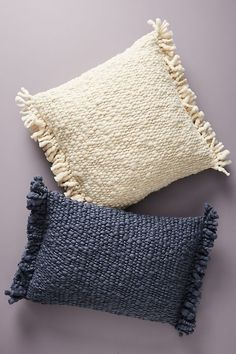 Great Home Decor Trends 2019 Slide View: Fringed Knit Pillow For other models, you … Knitted Cushion Covers, Knitted Cushions, Knitted Hats, Boho Pillows, Decorative Throw Pillows, Decor Pillows, Textiles, Knit Pillow, Knit Rug