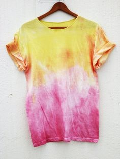 Tie dye patterns, how to tie dye, how to dye fabric, tie dye techniques, ti How To Tie Dye, How To Dye Fabric, Tie Dye Shirts, Dye T Shirt, Tie Dye Outfits, Cute Outfits, Moda Tie Dye, Tie Dye Crafts, Tie Dye Techniques