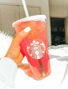 Comida Do Starbucks, Bebidas Do Starbucks, Copo Starbucks, Secret Starbucks Drinks, Starbucks Summer Drinks, Starbucks Tea, Cute Food, Yummy Food, Kreative Desserts