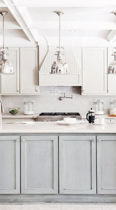 The possibilities are endless when it comes to kitchens. Two toned kitchens can be a bold statement or a subtle detail. Either way, the result is stunning!