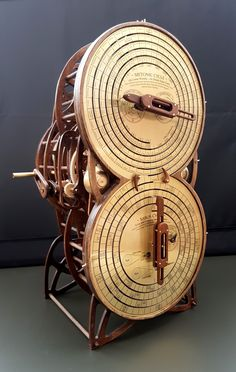 Antikythera mechanism prototype Science Today, Kinetic Art, Research Projects, Wood Art, Sculpture Art, Wood Projects, Clock, Gadgets, Instruments