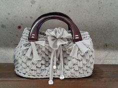 Silvia's bags, crochet bag/borsa in fettuccia, manici in legno.
