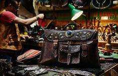 Discover handmade leather accessories in London at Cactus Leather in Camden Market. Take a look now.