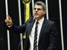 O senador Romero Jucá (PMDB-RR), discursa no plenário do Senado Federal, em Brasília (DF), durante sessão conjunta do Congresso Nacional destinada à apreciação de 24 vetos, 2 projetos de resolução e do PL (CN) 1/2016, que altera a meta fiscal - 24/05/2016