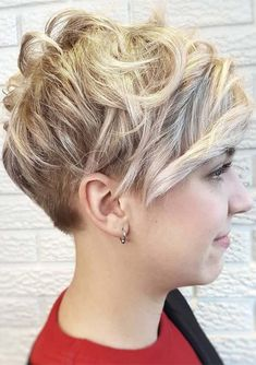 Versatile Short Curly Pixie Haircuts for 2018. Wanna show off your beautiful facial feathers by any suitable haircut? Visit here the amazing ideas of short curly pixie haircuts for most cute and modern hair look. This is one of the low maintenance, fresh and bold haircuts for women in this year. Learn by browsing this post how to style your short pixie haircuts.