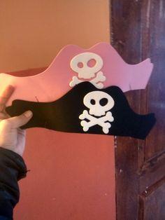 Lindos sombreros PIRATAS con calavera. En goma eva para niñas y niños ;)