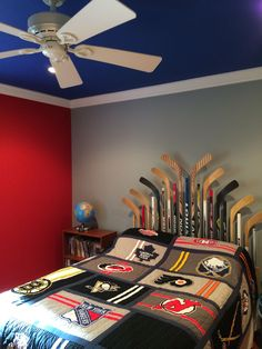 Best 10 year old hockey bedroom 🙂 Lets Go Rangers! Best 10 year old hockey bedroom :] Lets Go Rangers! Boys Hockey Bedroom, Girls Bedroom, Boy Sports Bedroom, Cool Teen Bedrooms, Hockey Room, Bedroom Decor, Bedroom Ideas, Design Bedroom, Bedroom Colors